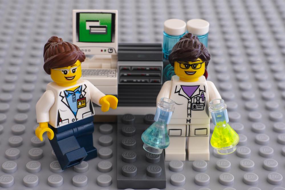 Universidade de Cambridgeprocura professor de Legos