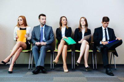 à espera da entrevista de emprego