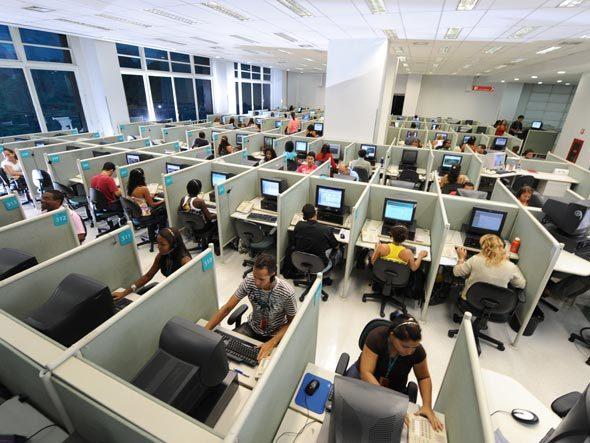 Sindicato entrega petição para trabalho em call-center ser de desgaste rápido